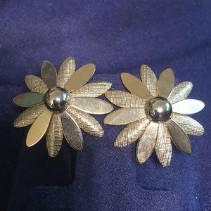 Vintage Sarah Coventry gold  clip flower earrings
